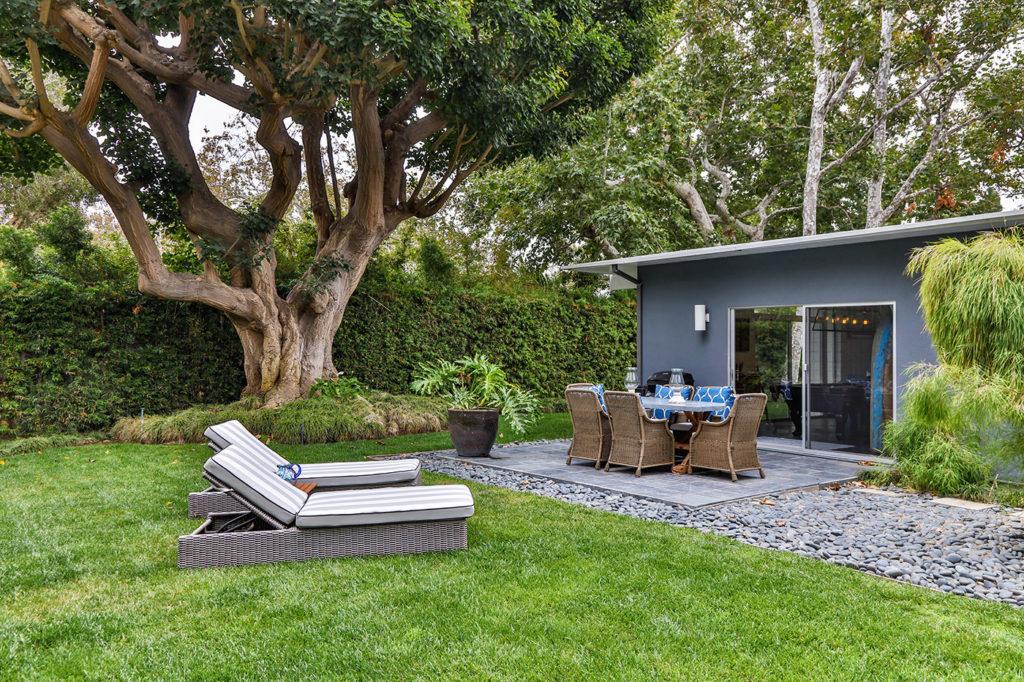 California Contemporary Mid Century Modern Home outdoor patio