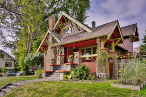 An Update of A 1913 Craftsman That Keeps Most of the Original House Intact