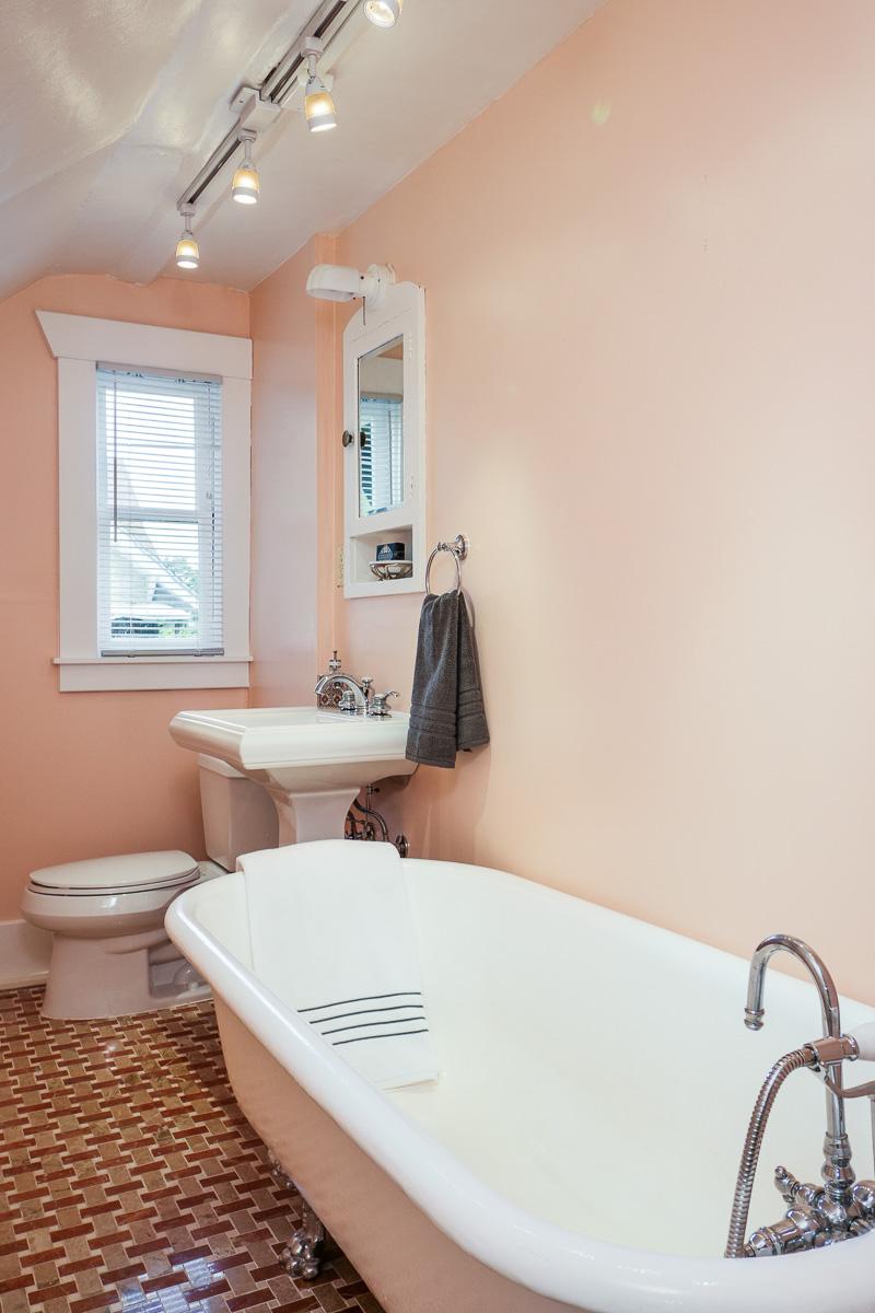 Craftsman bath claw foot bathtub