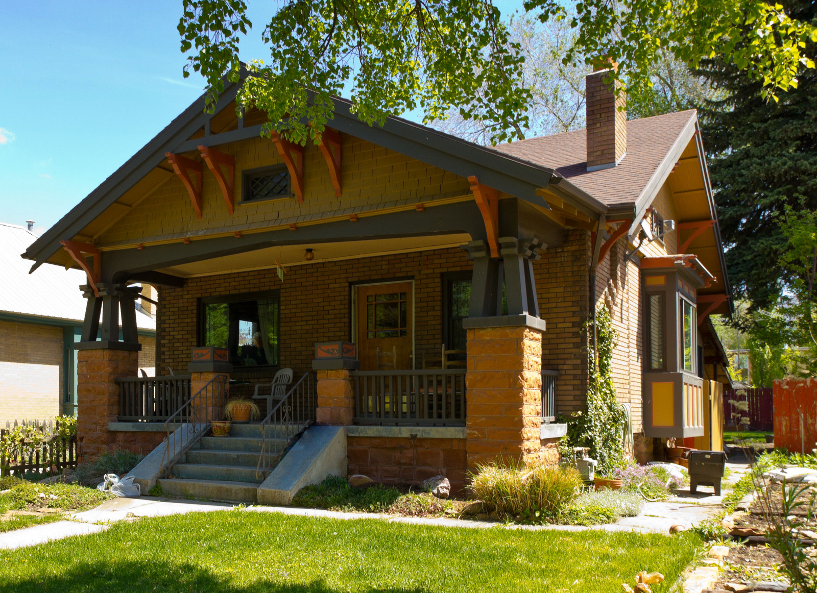 Craftsman bungalow home style rich american craftsman for American craftsman home plans