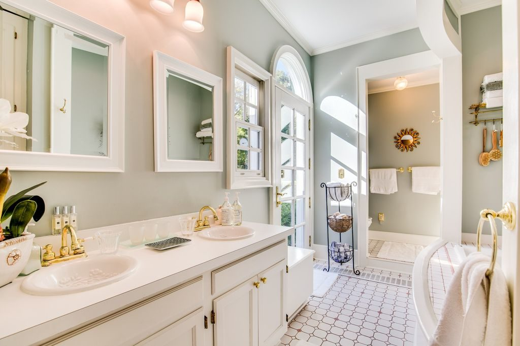 Traditional Master Bathroom