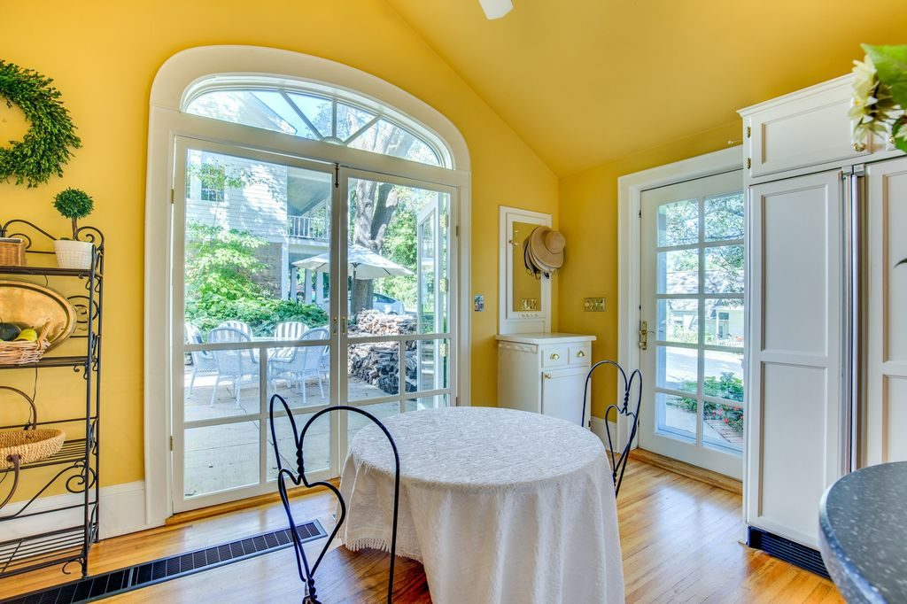 Sunny Yellow Breakfast Room