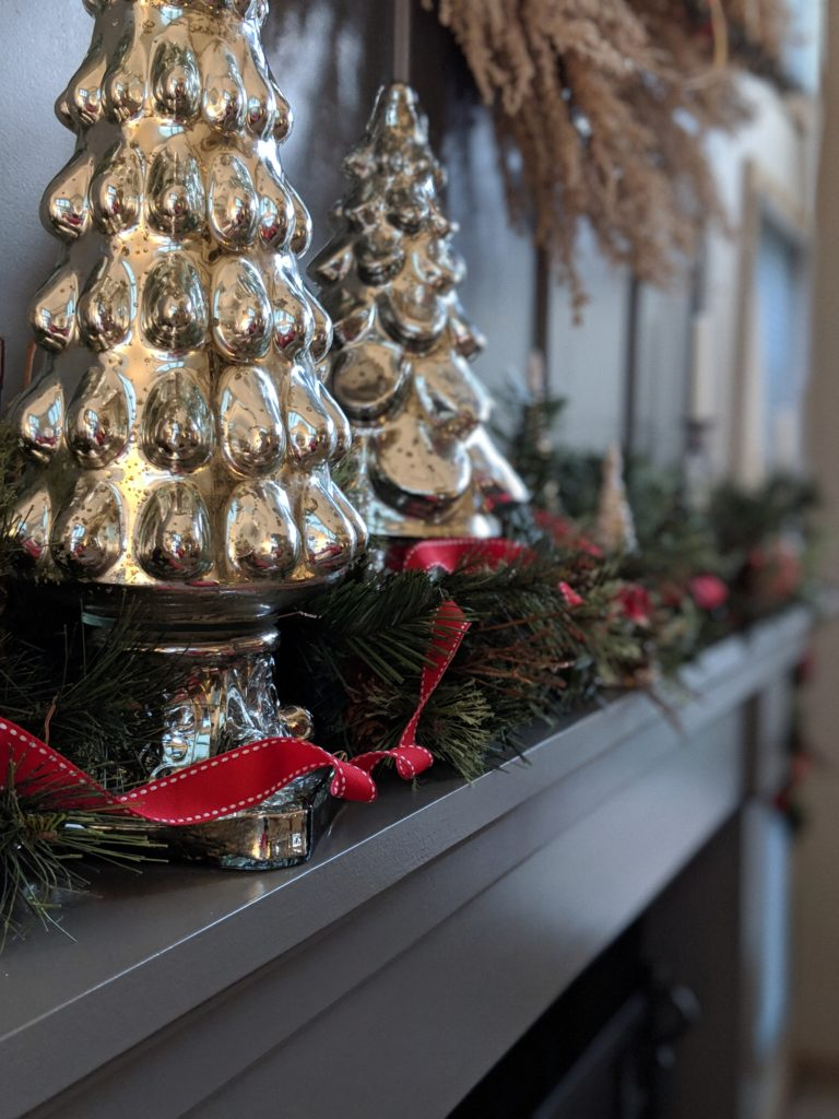 fireplace mantle Christmas decorations
