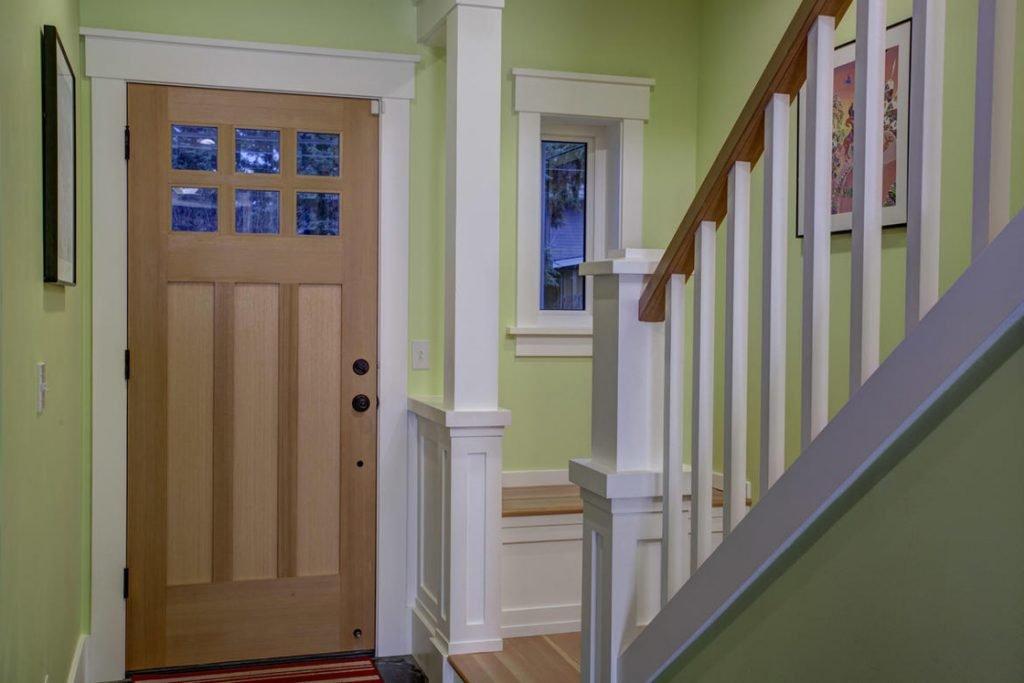 modern farmhouse foyer painted balusters window seat
